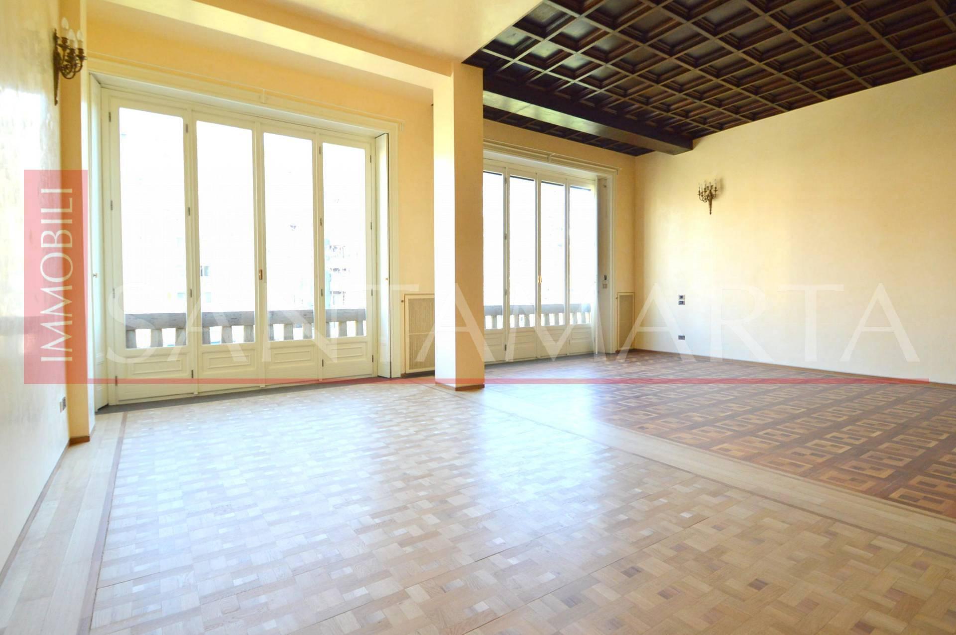 Appartamento in Affitto a Milano 01 Centro storico (Cerchia dei Navigli): 5 locali, 250 mq