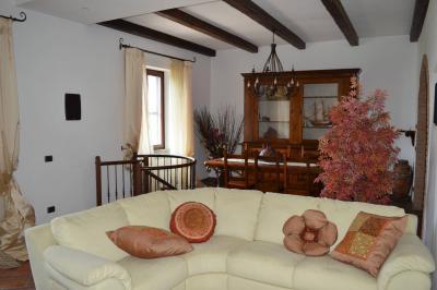 Villa in Affitto a Collesalvetti