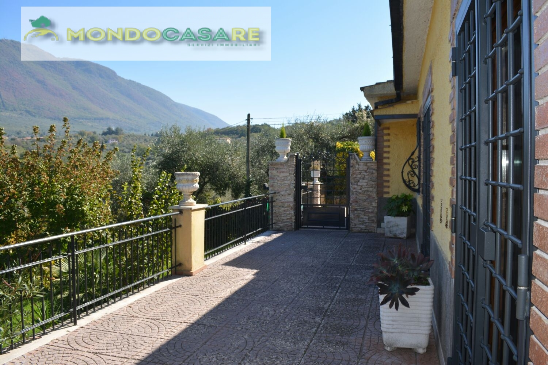 Villa Bifamiliare in vendita a Palombara Sabina, 7 locali, prezzo € 269.000   CambioCasa.it