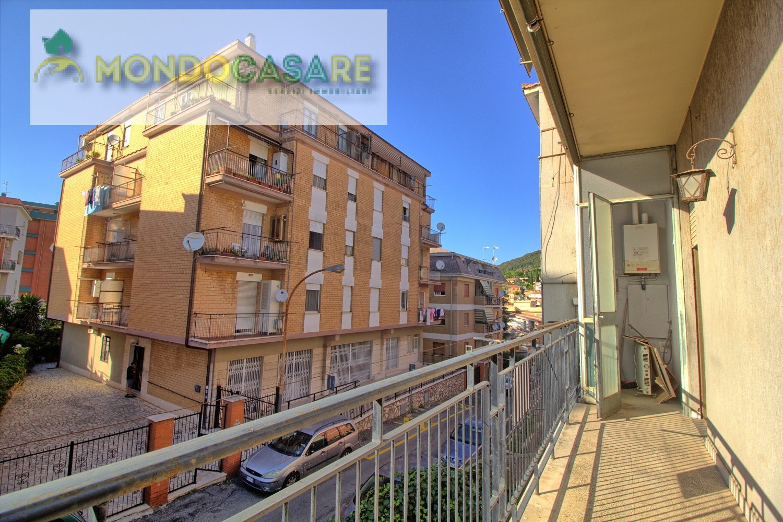 Appartamento in vendita a Palombara Sabina, 3 locali, prezzo € 95.000 | CambioCasa.it
