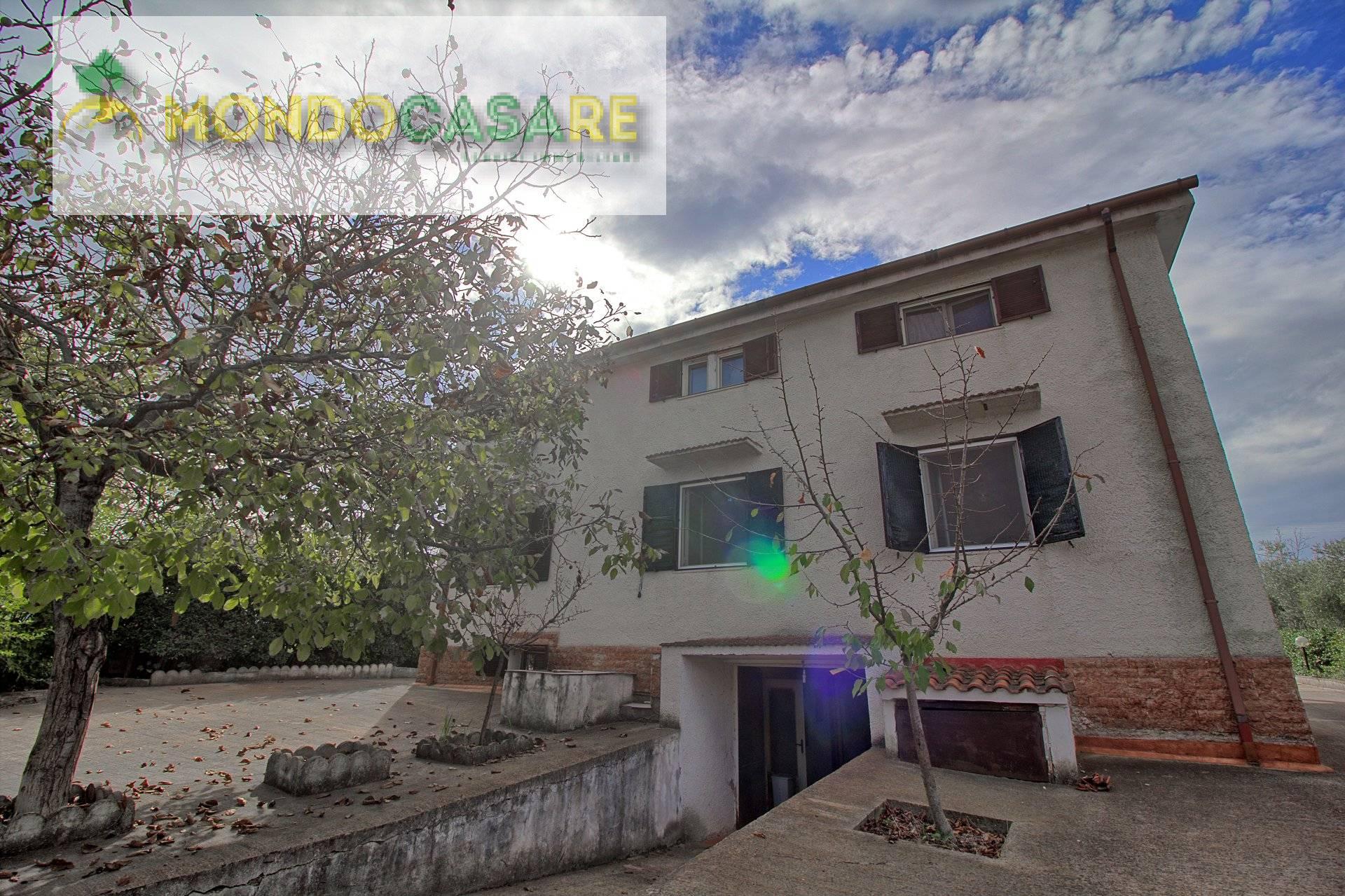 Villa in vendita a Palombara Sabina, 9 locali, prezzo € 249.000 | CambioCasa.it