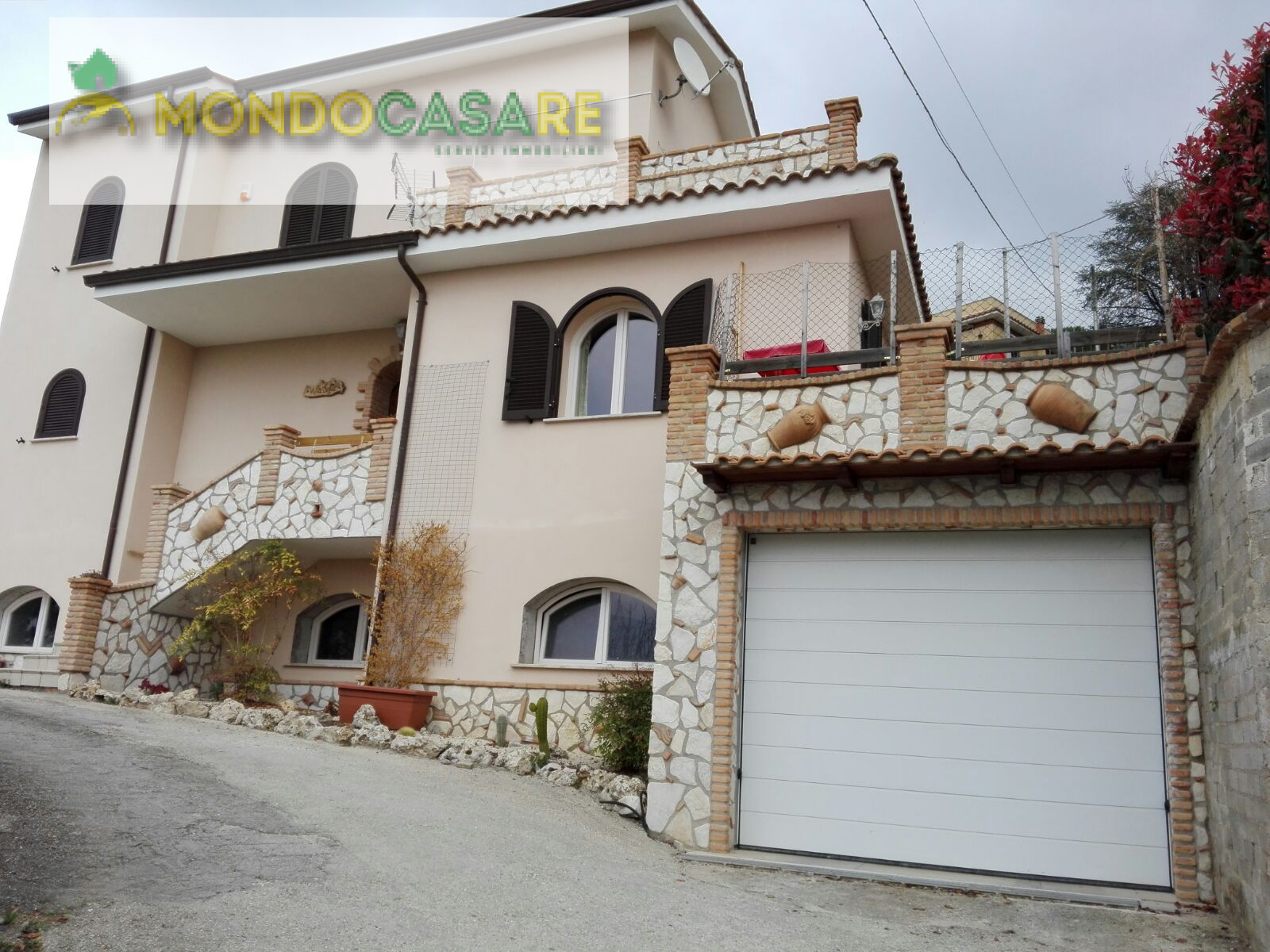 Villa in vendita a Palombara Sabina, 4 locali, prezzo € 364.000 | CambioCasa.it