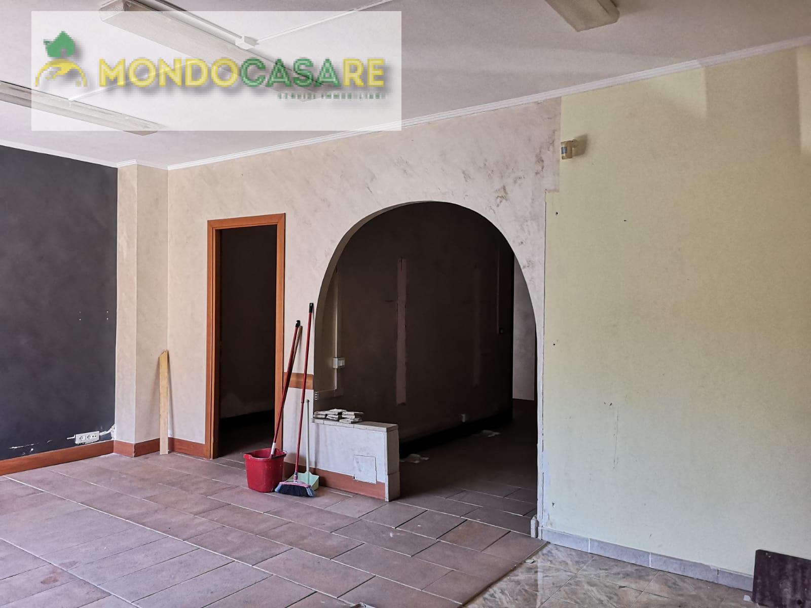 Negozio / Locale in affitto a Palombara Sabina, 9999 locali, prezzo € 500 | CambioCasa.it