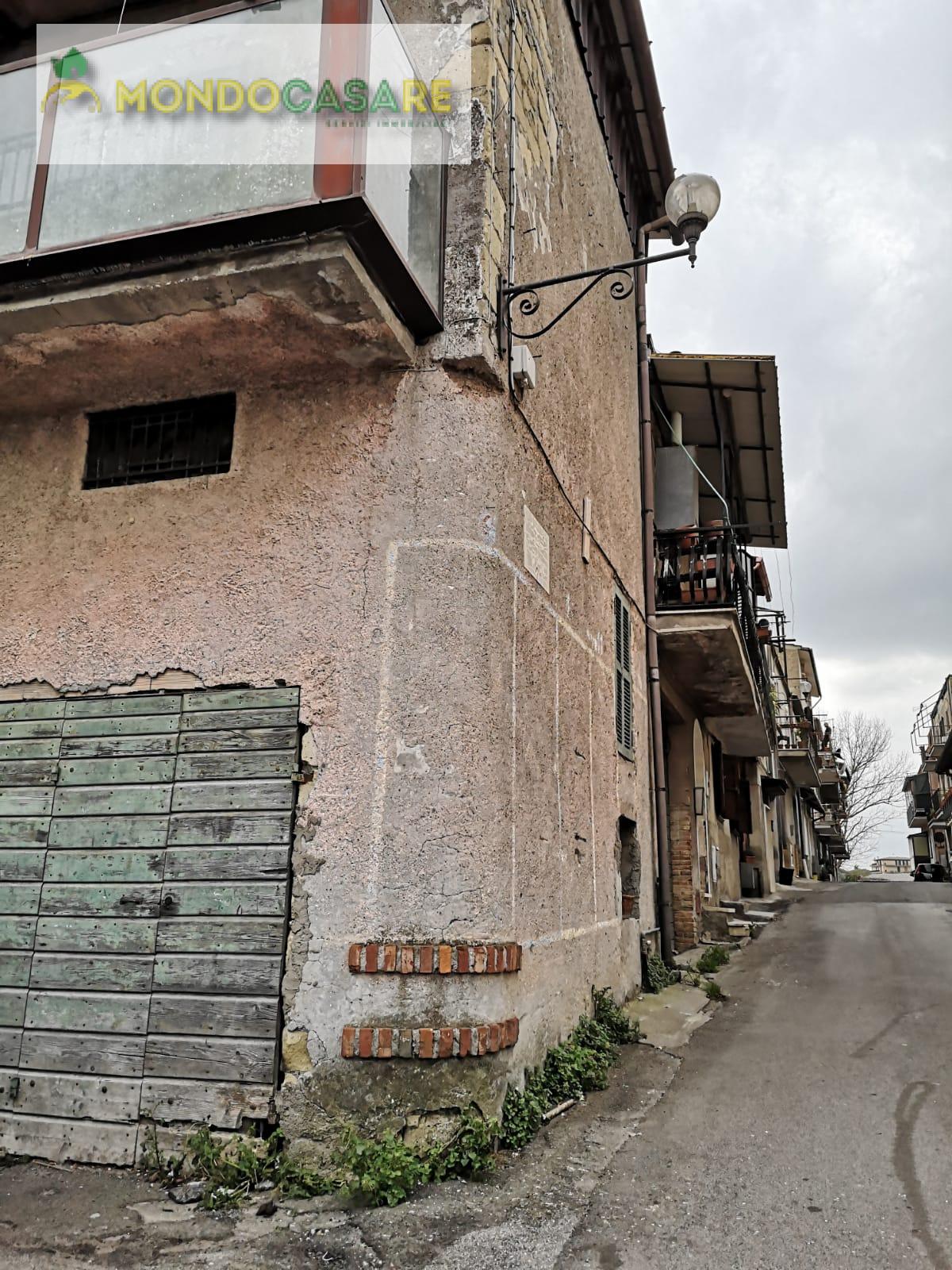 Appartamento in vendita a Palombara Sabina, 4 locali, zona Zona: Cretone, prezzo € 73.000   CambioCasa.it