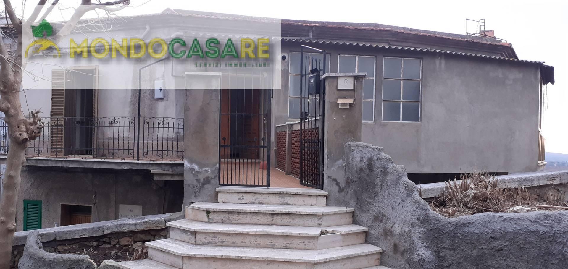 Appartamento in vendita a Moricone, 3 locali, prezzo € 59.000 | CambioCasa.it