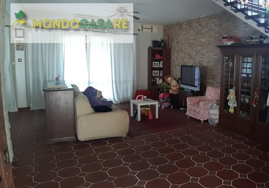 Villa in vendita a Palombara Sabina, 4 locali, prezzo € 349.000 | CambioCasa.it