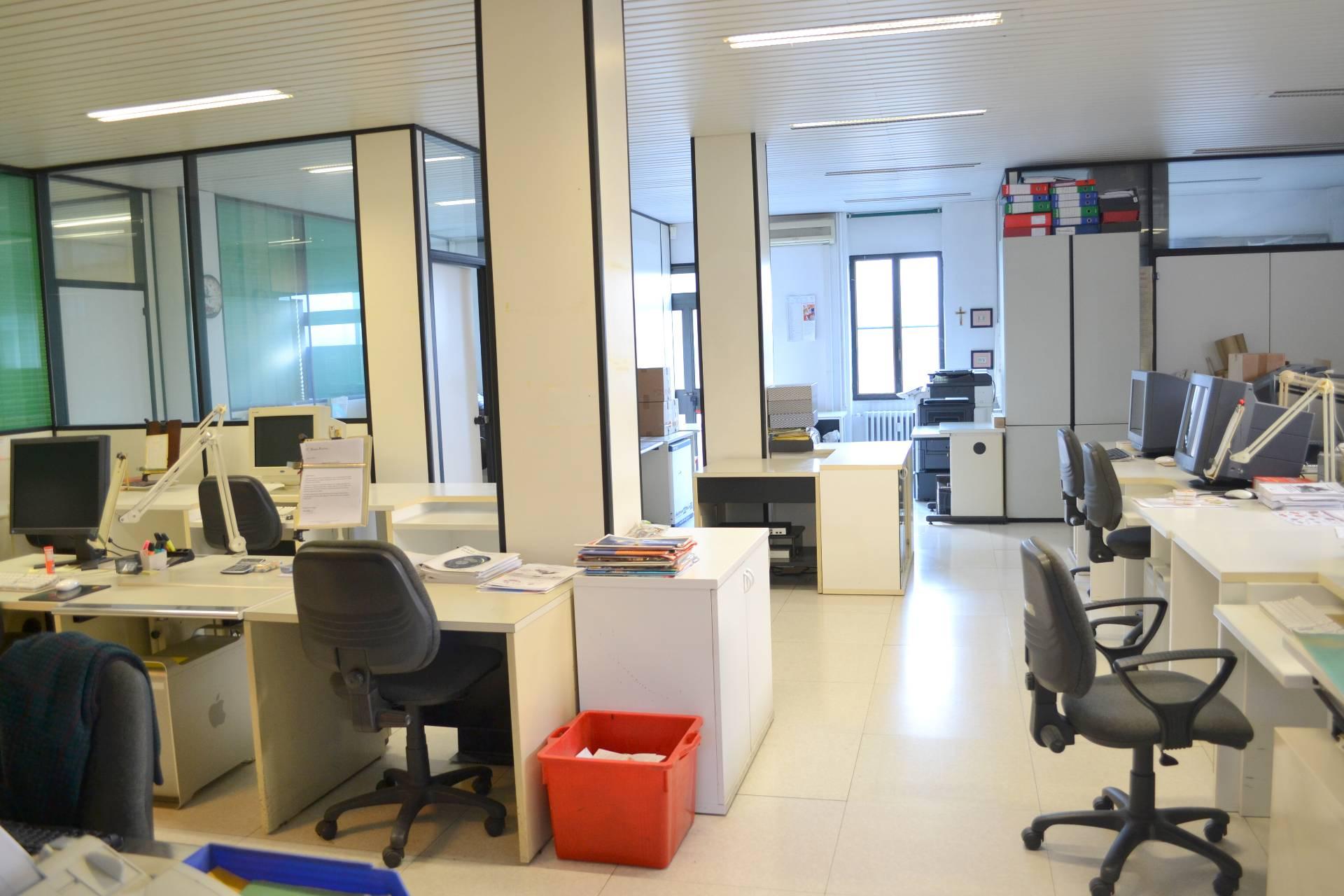 Ufficio diviso in ambienti/locali in vendita - 220 mq