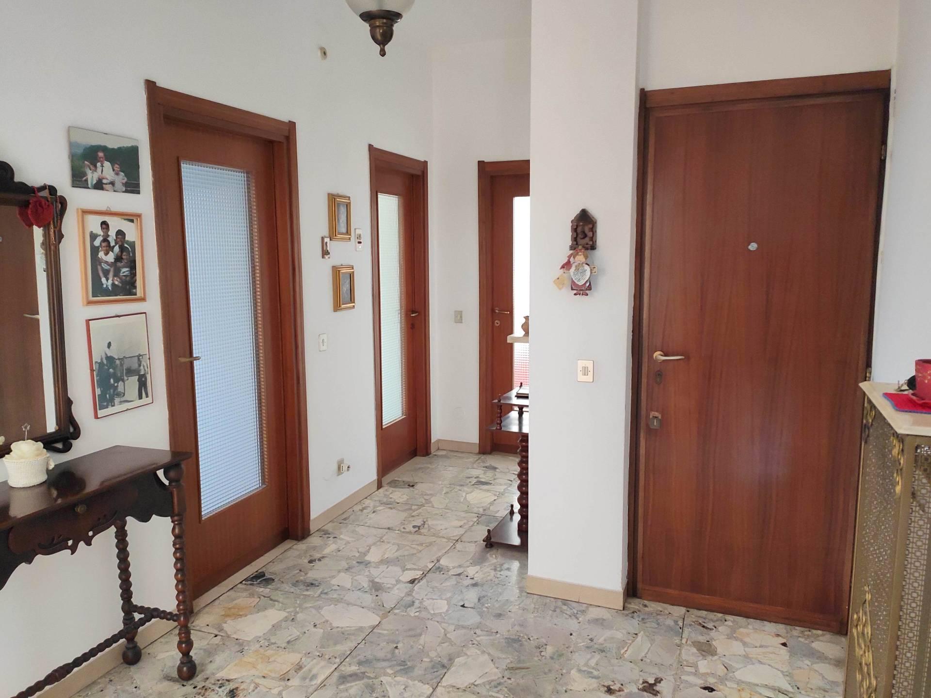 Appartamento in vendita a Roncello, 3 locali, prezzo € 97.000 | CambioCasa.it