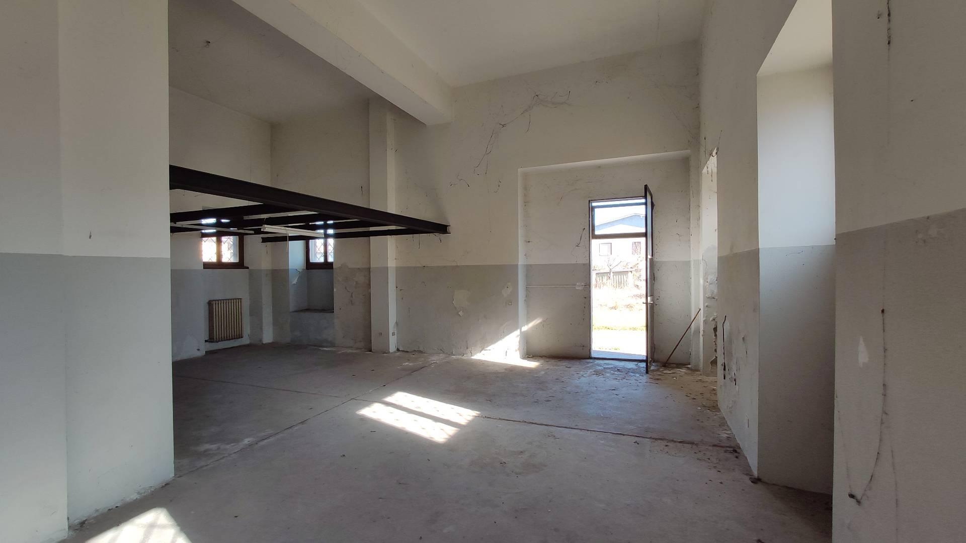 Negozio / Locale in vendita a Bottanuco, 9999 locali, prezzo € 55.000 | PortaleAgenzieImmobiliari.it