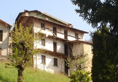 Stabile / Palazzo in Vendita a Garzeno