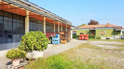 Capannone in Vendita a Canonica d'Adda