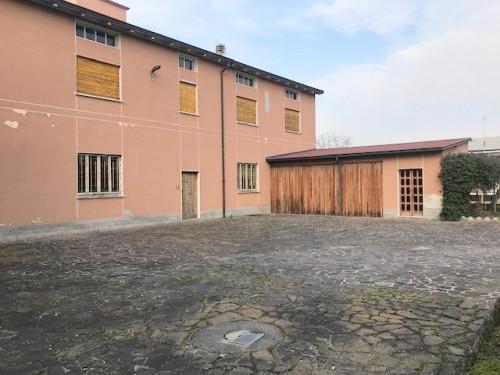Stabile / Palazzo in Vendita a Fara Gera d'Adda