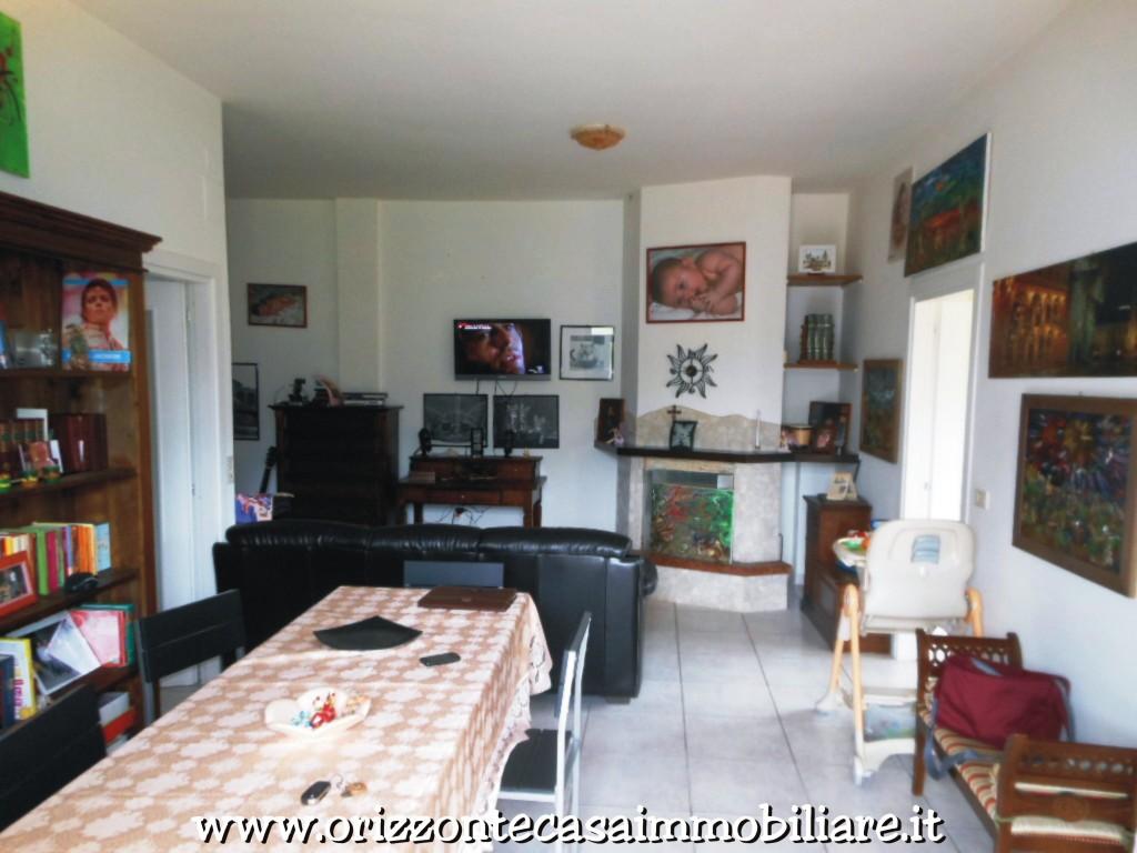 Appartamento in vendita a Folignano, 5 locali, prezzo € 135.000 | CambioCasa.it