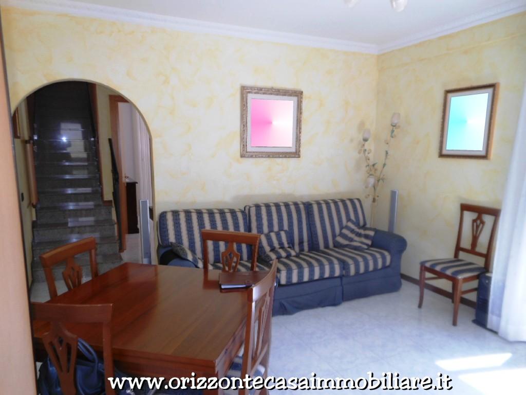 Appartamento in vendita a Venarotta, 6 locali, prezzo € 88.000 | CambioCasa.it