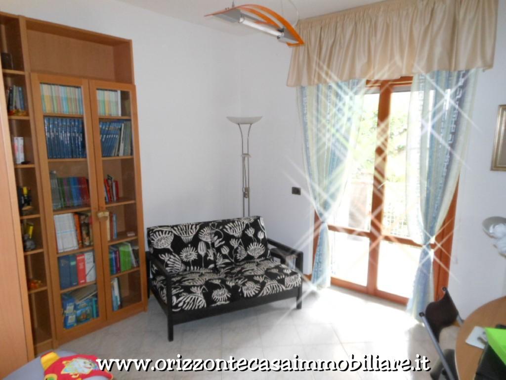 Appartamento in vendita a Folignano, 7 locali, zona Località: PianediMorro, prezzo € 159.000 | CambioCasa.it