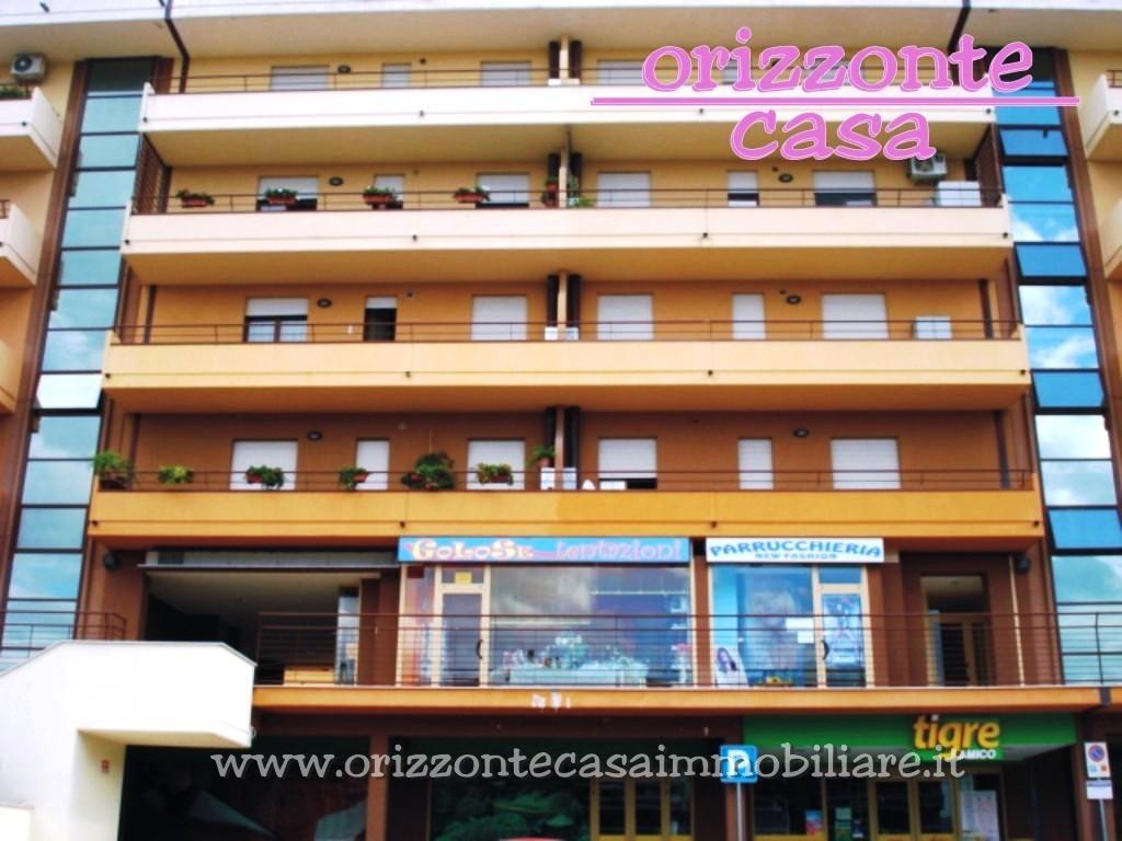 Appartamento in vendita a Folignano, 3 locali, zona Località: VillaPigna, prezzo € 89.000 | CambioCasa.it