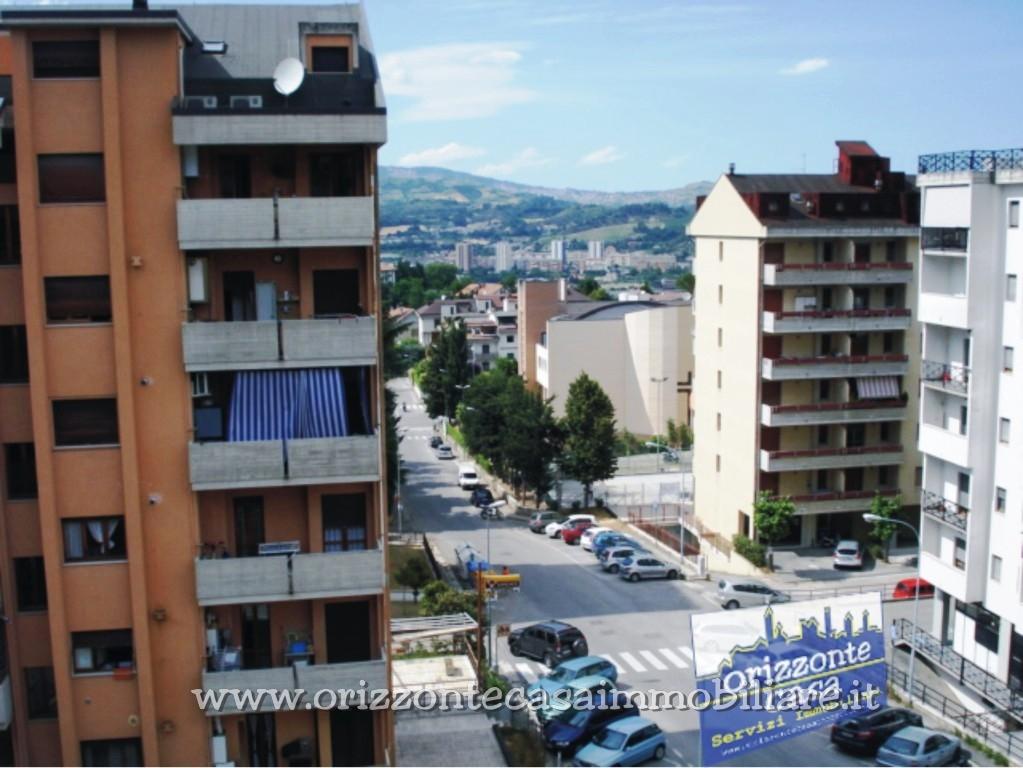 Appartamento in vendita a Folignano, 6 locali, zona Località: VillaPigna, prezzo € 120.000 | CambioCasa.it