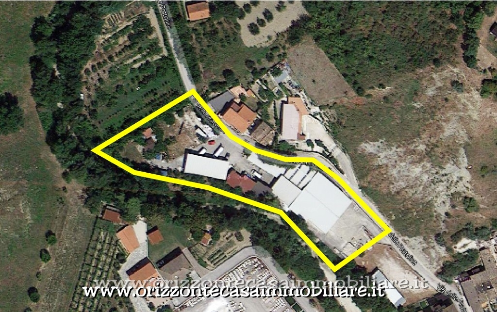 Negozio / Locale in affitto a Ascoli Piceno, 9999 locali, zona Zona: Brecciarolo, Trattative riservate   CambioCasa.it