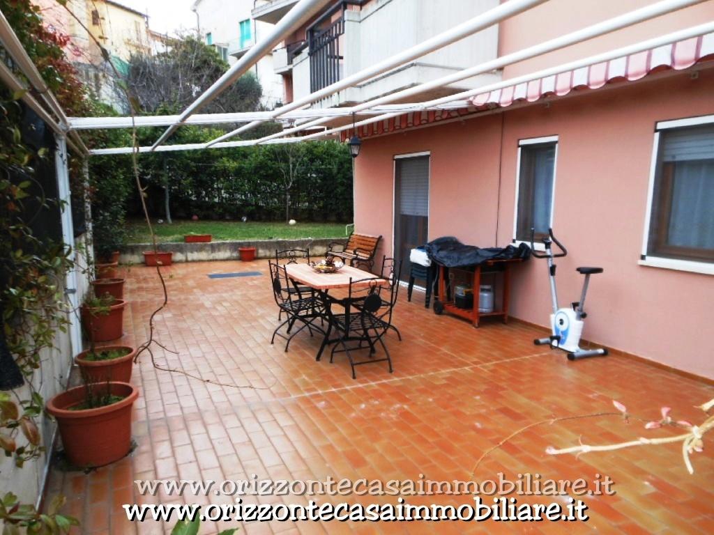 Appartamento in vendita a Folignano, 7 locali, prezzo € 149.000 | CambioCasa.it