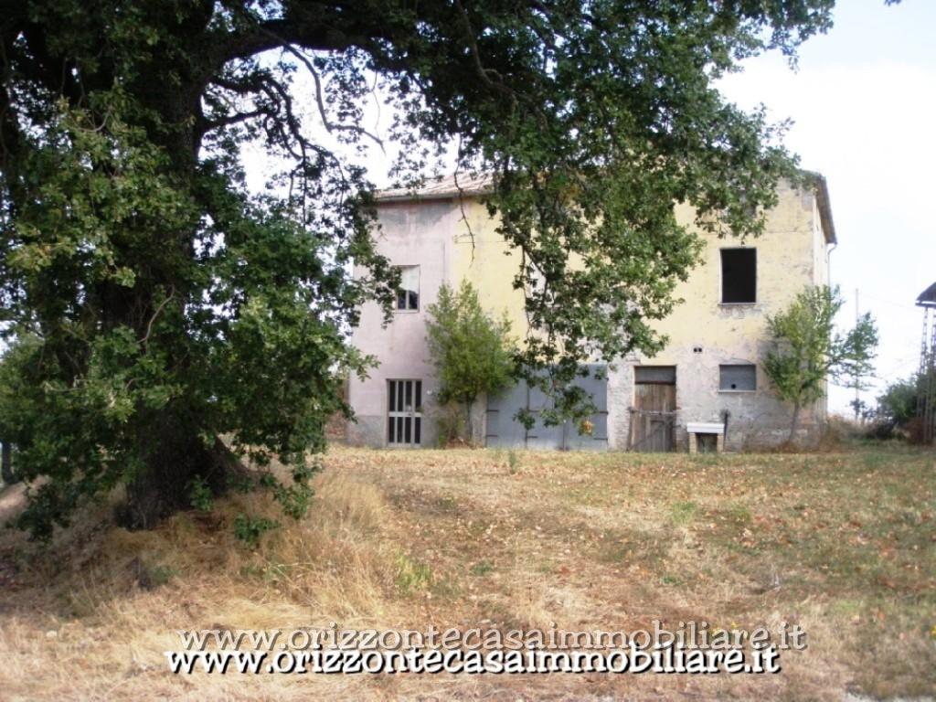 Rustico / Casale in vendita a Rotella, 13 locali, prezzo € 135.000 | CambioCasa.it