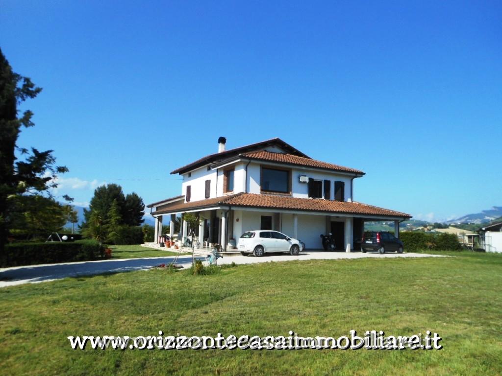 Villa in vendita a Appignano del Tronto, 14 locali, Trattative riservate   CambioCasa.it