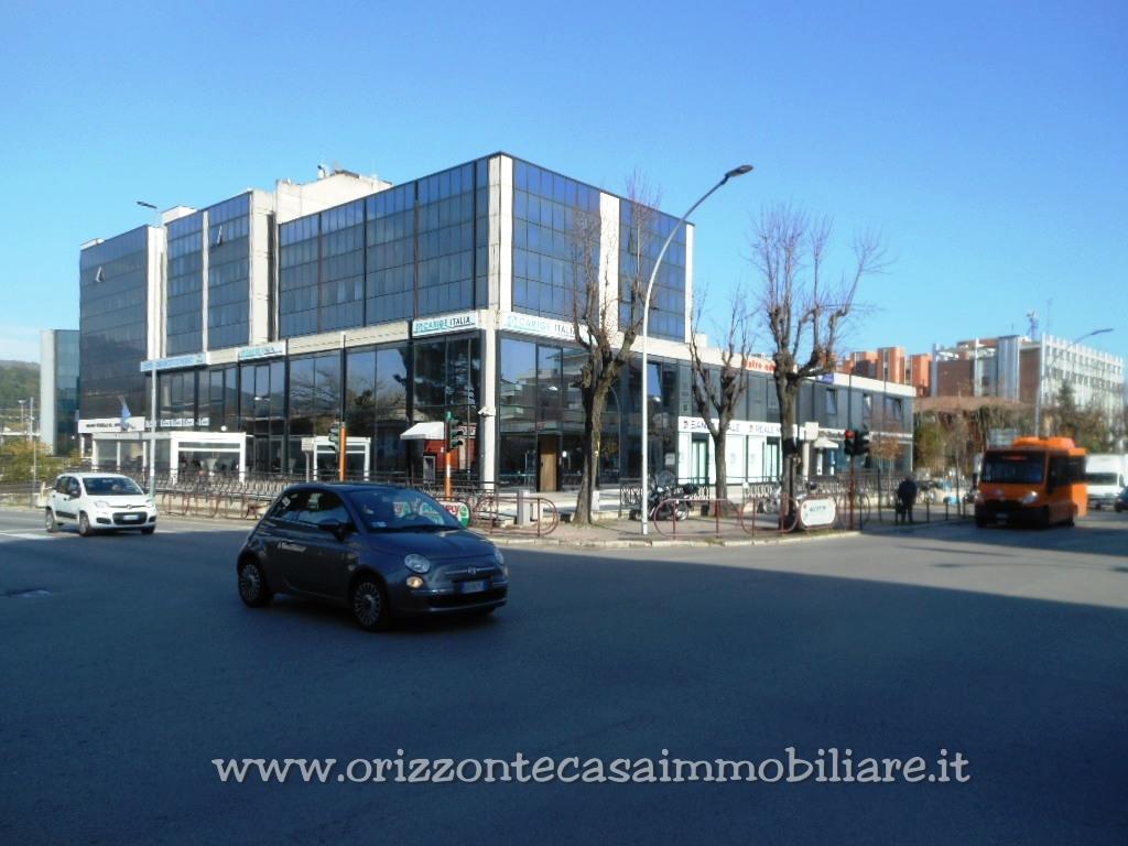 Garages e posti auto in affitto a ascoli piceno cod 245 gar for Carport 2 posti