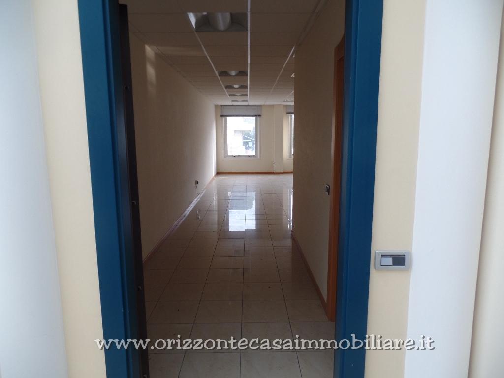 Ufficio / Studio in affitto a Ascoli Piceno, 9999 locali, zona Località: LuBattente, prezzo € 650 | CambioCasa.it