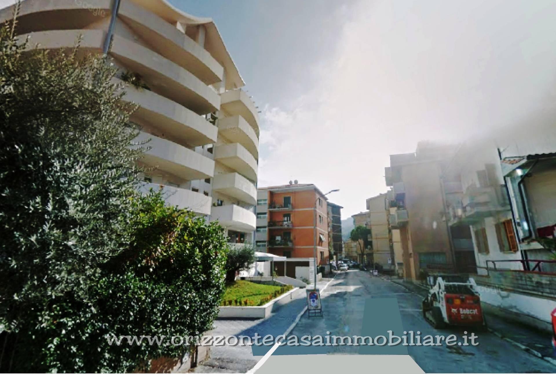 Negozio / Locale in affitto a Ascoli Piceno, 9999 locali, zona Località: PortaMaggiore, prezzo € 600   CambioCasa.it