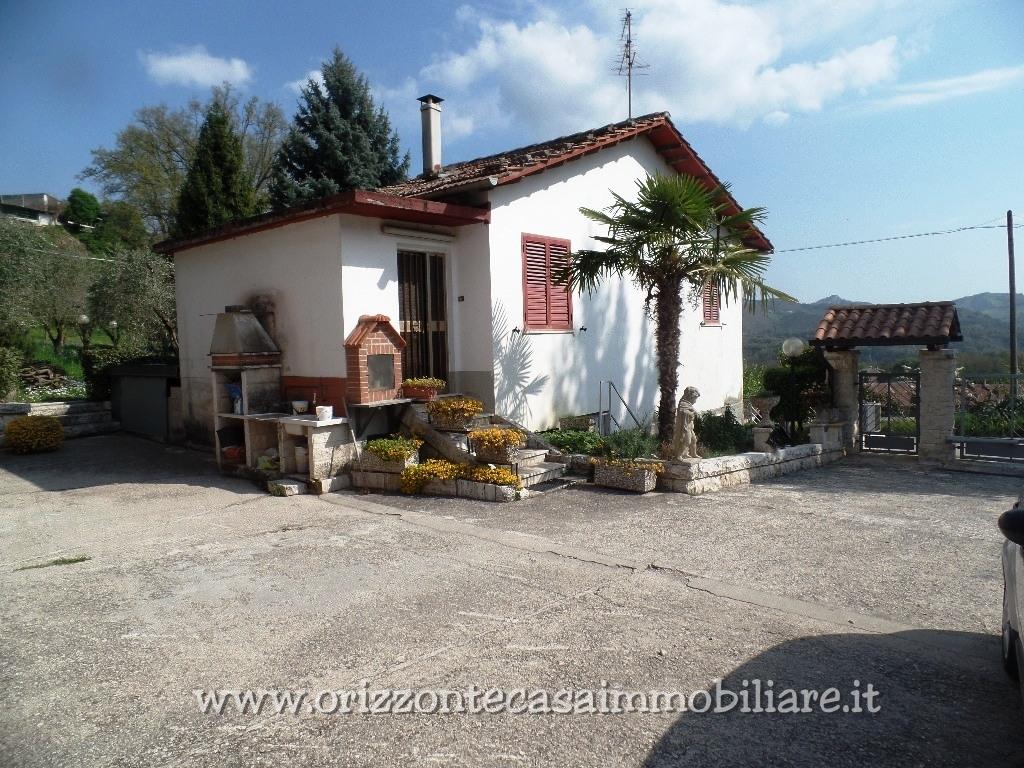 Villa in vendita a Venarotta, 10 locali, zona Zona: Gimigliano, prezzo € 320.000 | CambioCasa.it