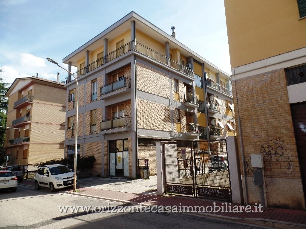 Negozio / Locale in affitto a Ascoli Piceno, 4 locali, zona Località: BorgoSolestà, prezzo € 115.000 | CambioCasa.it