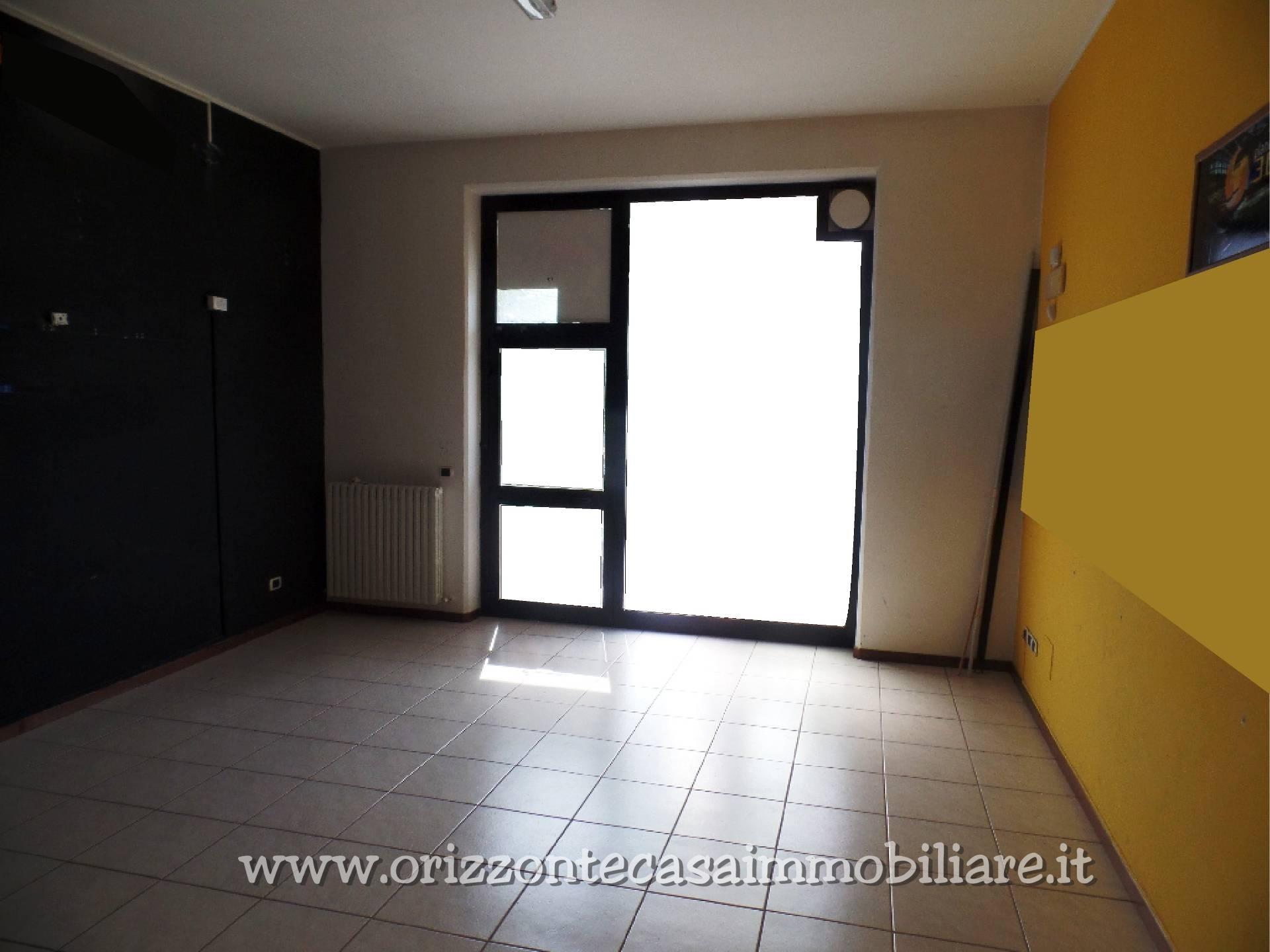 Negozio / Locale in affitto a Ascoli Piceno, 9999 locali, zona Zona: Monticelli, prezzo € 99.000 | CambioCasa.it