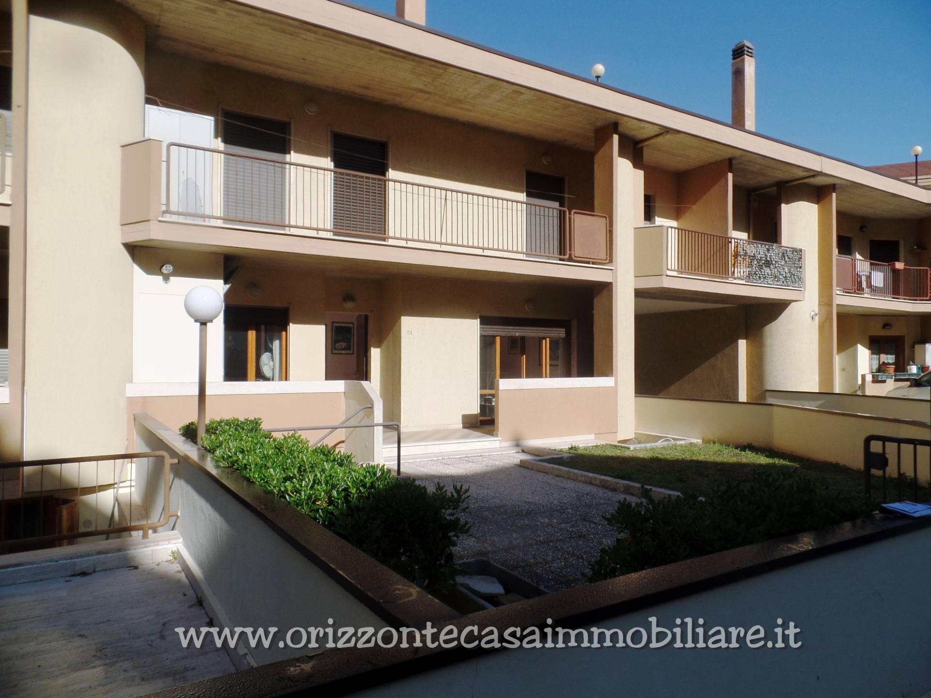 Villa a Schiera in vendita a Folignano, 8 locali, zona Località: VillaPigna, prezzo € 165.000 | CambioCasa.it