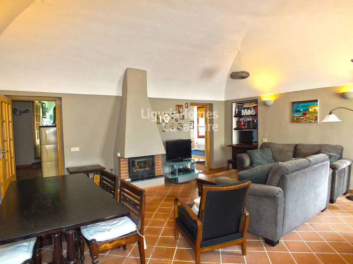 Appartamento in vendita a Chiusanico, 10 locali, prezzo € 259.000 | CambioCasa.it