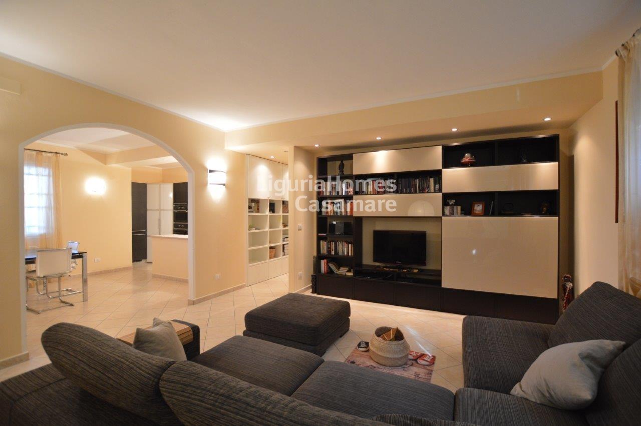 Appartamento in vendita a Camporosso, 5 locali, prezzo € 250.000   CambioCasa.it