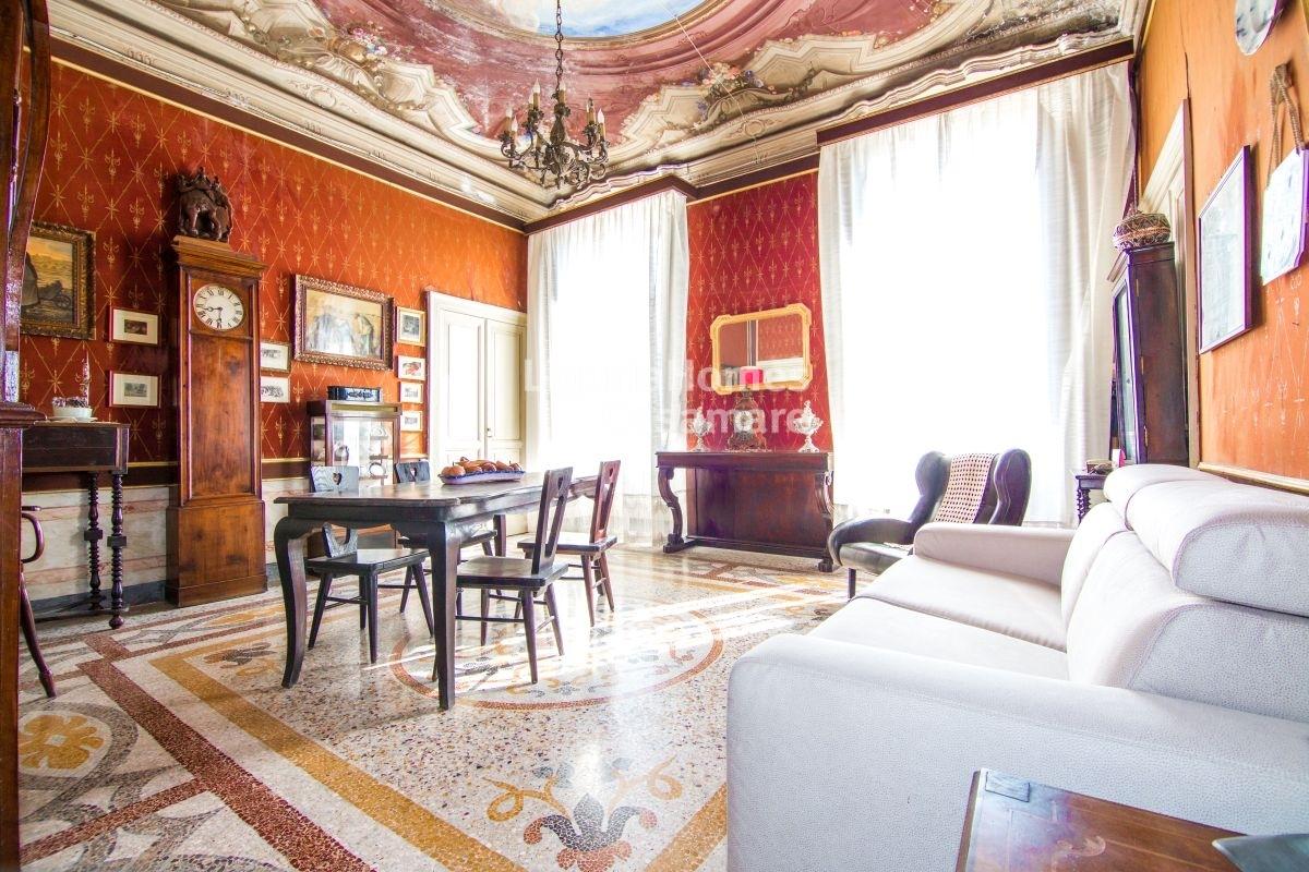 Appartamento in vendita a Imperia, 8 locali, prezzo € 275.000 | CambioCasa.it