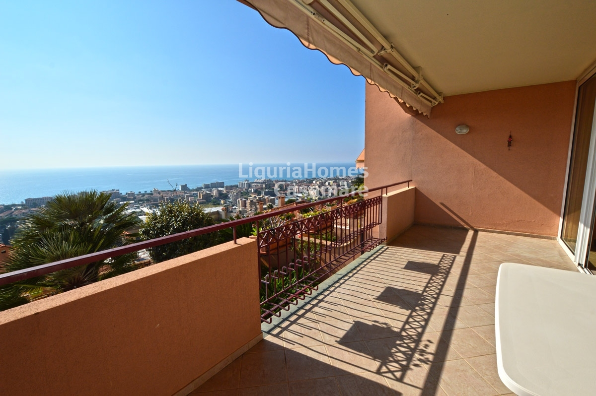 Appartamento in vendita a Vallecrosia, 8 locali, prezzo € 395.000 | CambioCasa.it
