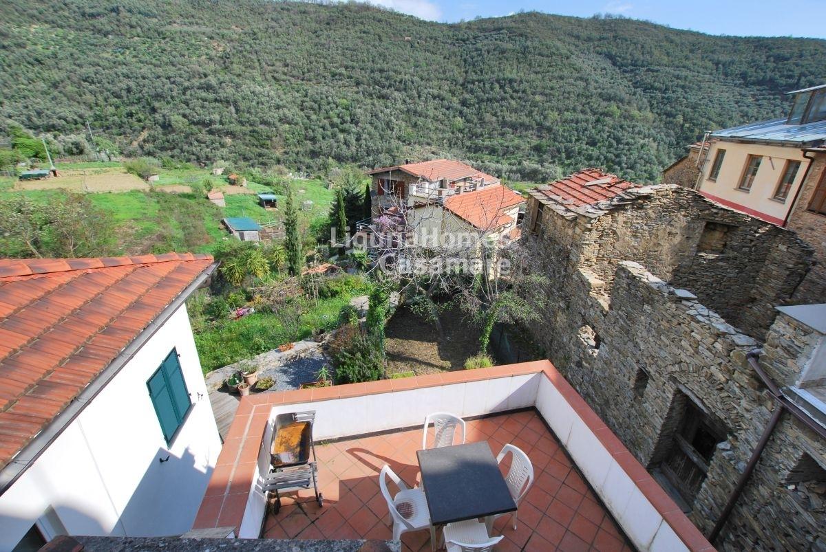 Appartamento in vendita a Dolcedo, 7 locali, prezzo € 145.000 | CambioCasa.it