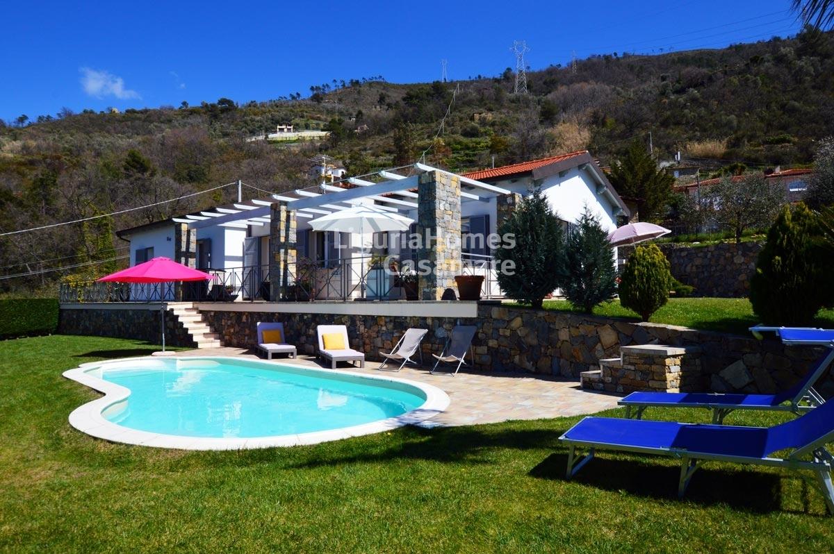 Villa in vendita a Soldano, 8 locali, prezzo € 450.000   CambioCasa.it