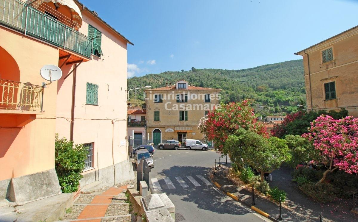 Appartamento in vendita a Dolcedo, 7 locali, prezzo € 190.000 | CambioCasa.it