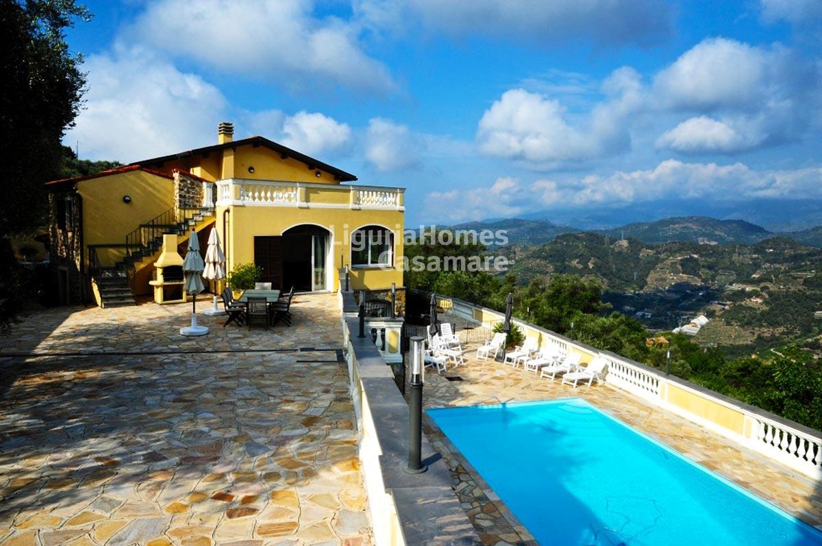 Villa in vendita a Soldano, 10 locali, prezzo € 680.000   CambioCasa.it