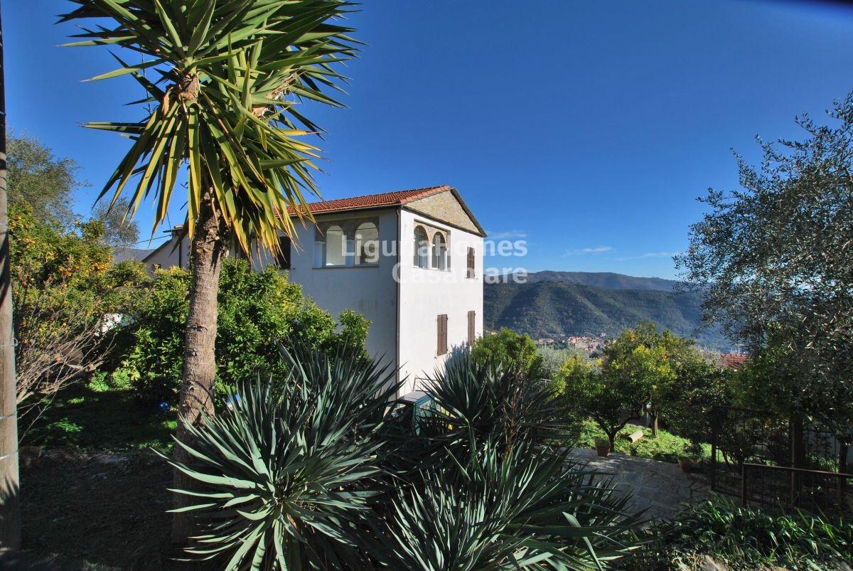 Appartamento in vendita a Dolcedo, 7 locali, prezzo € 180.000 | CambioCasa.it