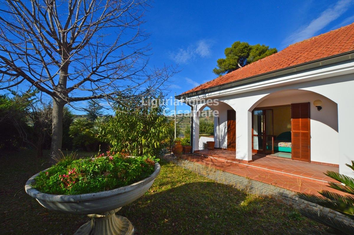 Villa in vendita a Vallebona, 11 locali, prezzo € 390.000 | CambioCasa.it