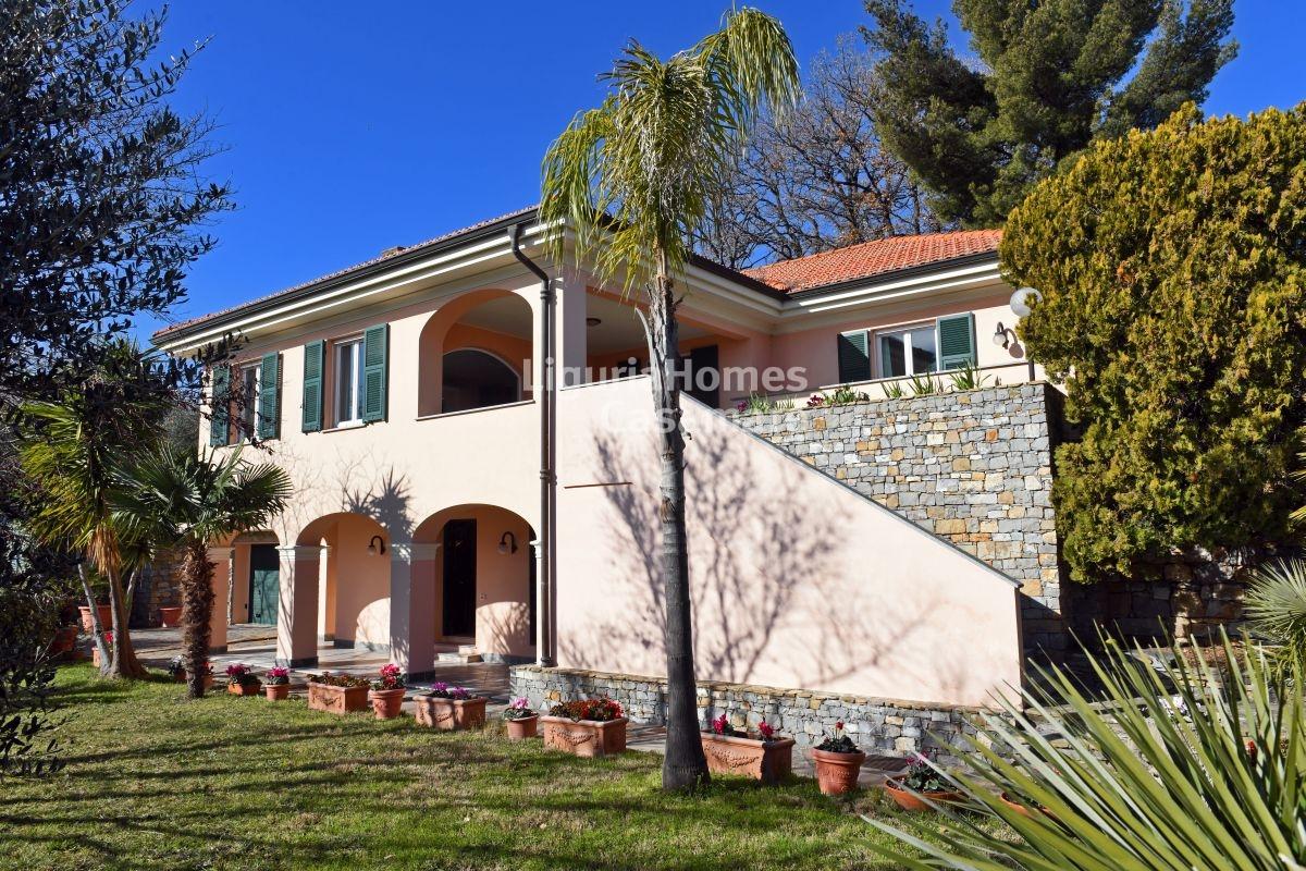 Villa in vendita a Diano Marina, 12 locali, prezzo € 890.000 | CambioCasa.it