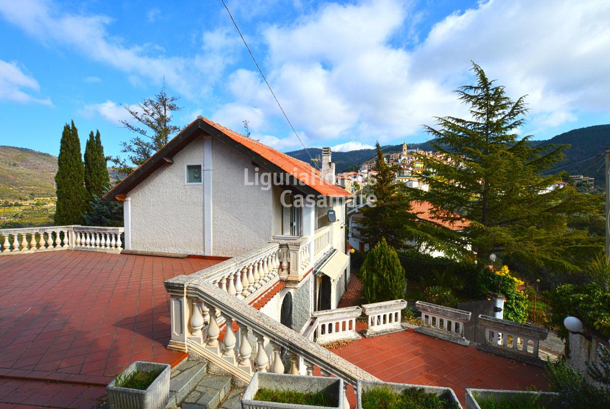 Villa in vendita a Seborga, 13 locali, prezzo € 350.000   CambioCasa.it