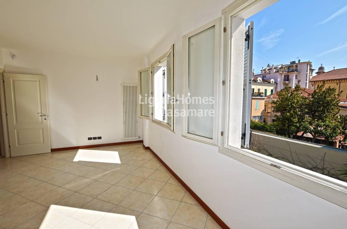 Appartamento in vendita a Bordighera, 3 locali, prezzo € 210.000   CambioCasa.it