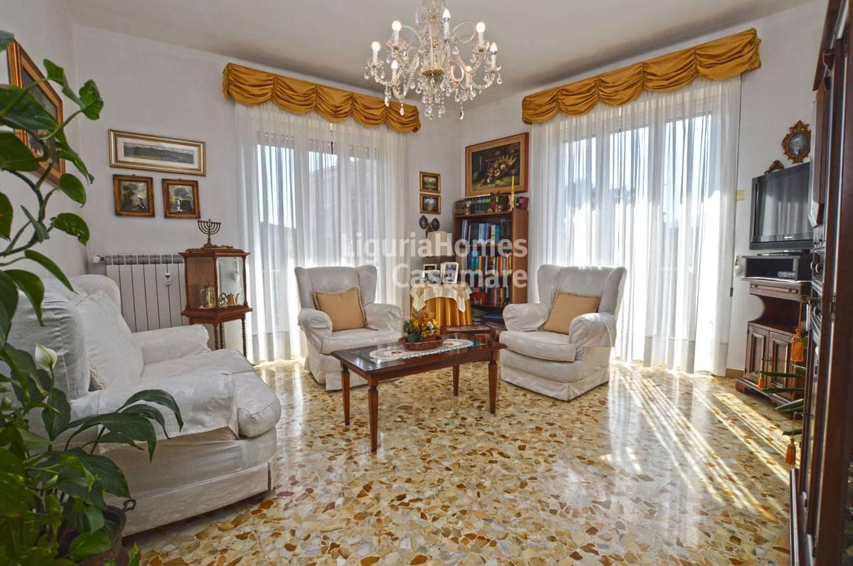 Appartamento in vendita a Vallecrosia, 7 locali, prezzo € 245.000 | CambioCasa.it