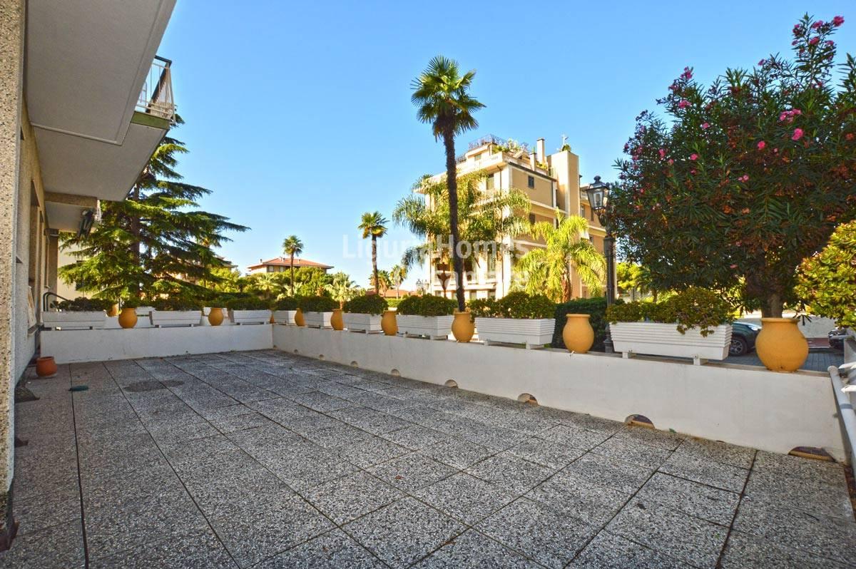 Appartamento in vendita a Bordighera, 5 locali, prezzo € 268.000   CambioCasa.it