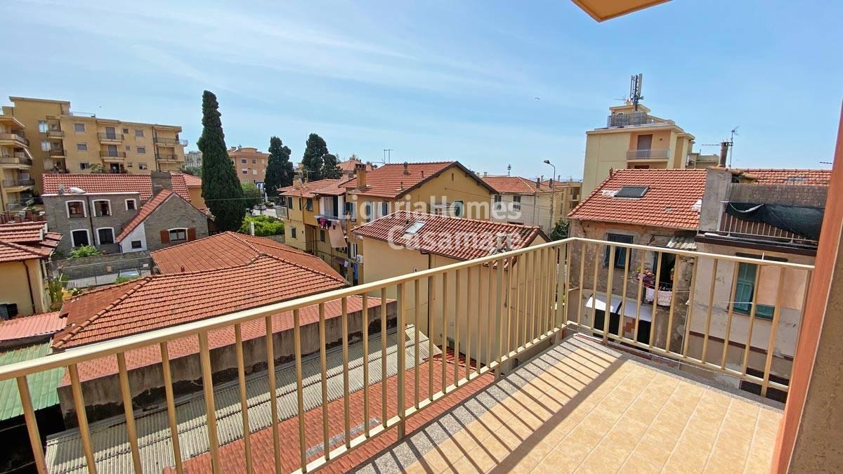 Appartamento in vendita a Bordighera, 4 locali, prezzo € 215.000   CambioCasa.it