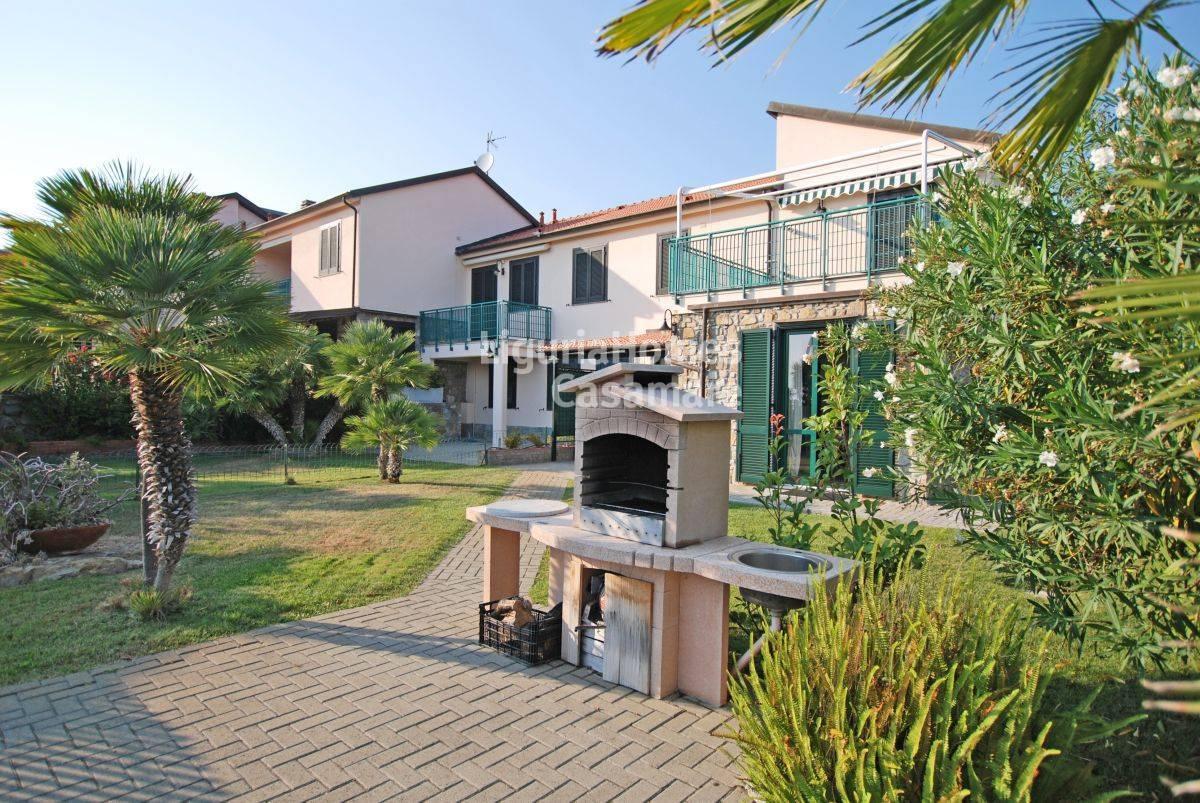 Appartamento in vendita a Cipressa, 8 locali, prezzo € 300.000 | CambioCasa.it