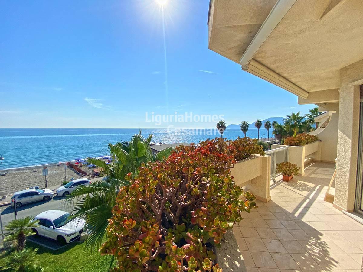 Appartamento in vendita a Vallecrosia, 8 locali, prezzo € 550.000 | CambioCasa.it